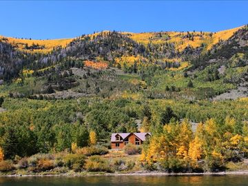 Richfield cabin rental - Moose Hollow is right on the lake and will sleep 18 people in beds.