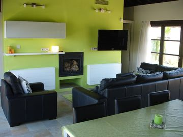 Lounge area (With TV & WiFi)