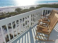 Direct Gulf Front! Amazing Sunsets. Fully Updated. Pool & Dock. Pets OK!