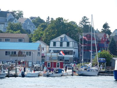 Busy summer day ~ persoboating, whale & boat tours, deck dining, shopping & more