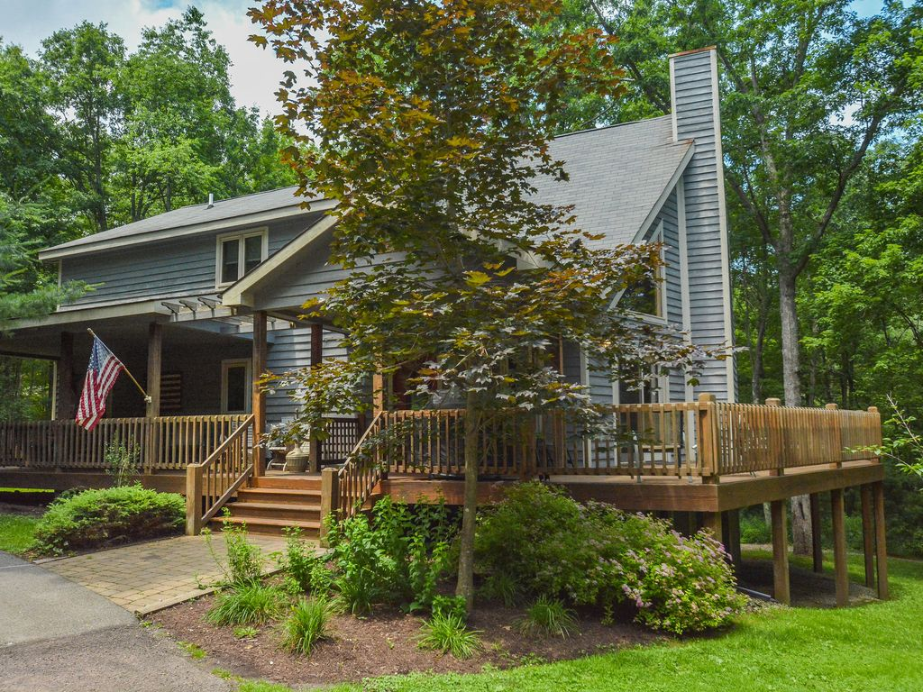 5 Bedroom Immaculate Chalet With Dock Slip Vrbo