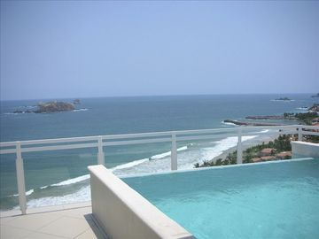 Ixtapa condo rental - Oversized terrace with private infinity pool overlooking the blue Pacific