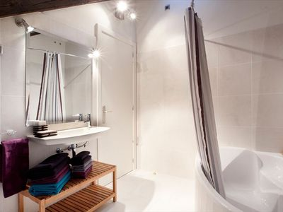 Master bathroom, en-suite