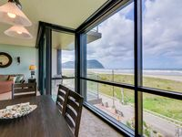 Renovated oceanfront condo w/ gorgeous views mynewfeed shared pool - walk to the beach!