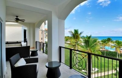 OCEAN FRONT, Corner unit, 3rd Flr, Magnificent Views of the Turquoise Sea