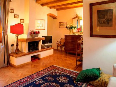 Florence luxury apartment Duomo, Santa Croce area. Free wi/fi A/C.See also 92298