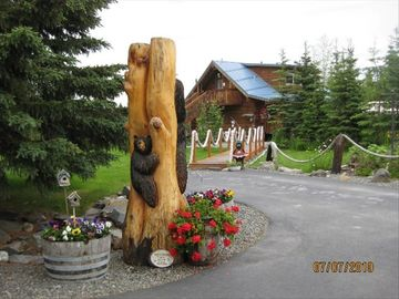 Soldotna lodge rental - Caribou Crossing Cabins Hand-Crafted Log Lodge