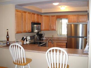 Petoskey condo photo - Kitchen and Bar