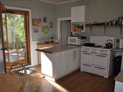 Welcome to Deep Creek!  Fully equipped country kitchen, 6 burner gas,dishwasher