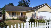 Adorable Home with Hot Tub, Deck, Fenced Yard, Gas Fireplace 3 Bed/2 Bath