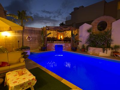 solar heated pool, barbecue,garden, ponds, outside jacuzzi
