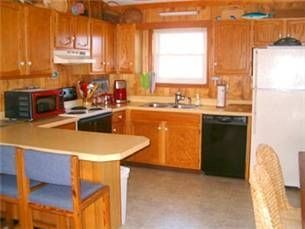 Kitty Hawk house photo - Well equipped kitchen with breakfast bar