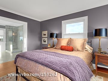 Queen Anne house rental - Beautiful master bedroom, the perfect place to relax at the end of the day.
