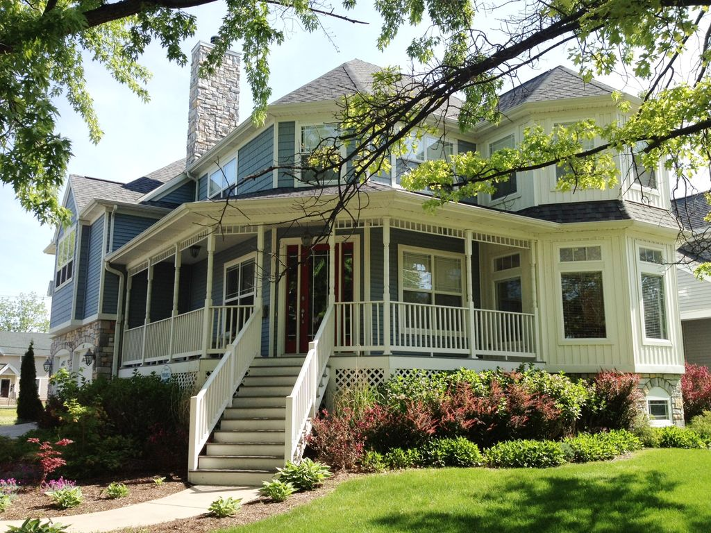 Beautiful victorian home rental 4 bed 4 vrbo for Beach house with wrap around porch