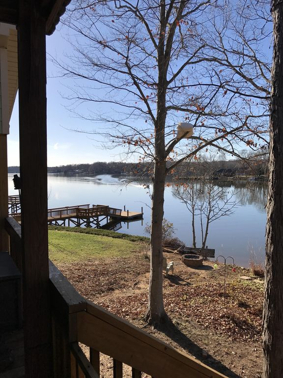 Cute family lakehouse on High Rock lake with beach and beautiful view!