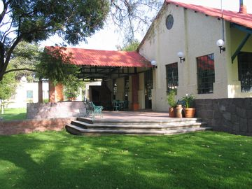Teotihuacan villa rental - Common area with bar, grill, kitchen, bathrooms