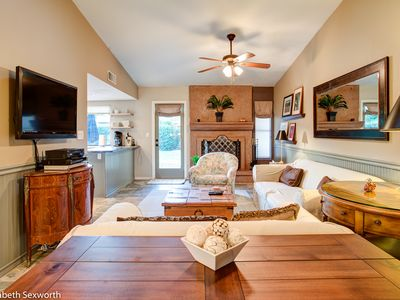 Desert Oasis - private home, N Central Sdale, Pet Friendly! Great location!