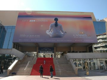 Congress hall 'Palais des Festivals', 3min walk
