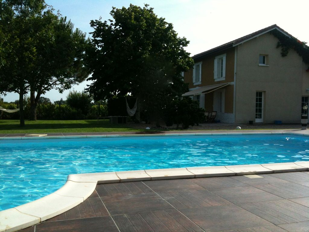 House with pool, recommended by travellers !