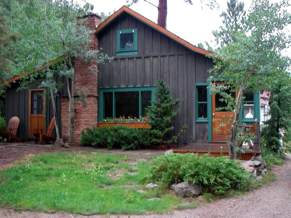Cozy family friendly cabin on the big thompson river in for Estes park dog friendly cabins
