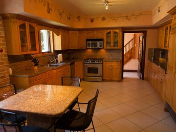 Great Large Kitchen!