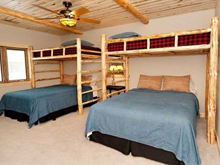 2 Queen Beds, 2 Bunk Beds