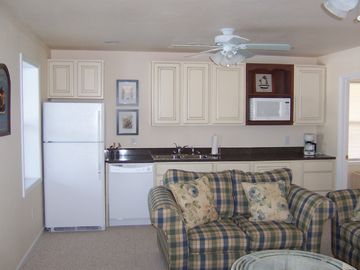 Ground Level Kitchenette/TV/Entertainment Room, beside pool