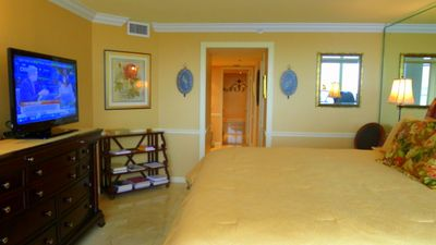 Master bedroom. King Size bed. Shades. MIAMI Vacation Rental. MIAMI Magic