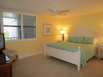 Sanibel Island condo rental - 1st guest bedroom with Plantation shutters and HD cable