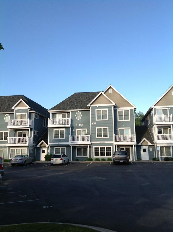 Lovely Condo in downtown Traverse City, Lower off-season monthly rates.