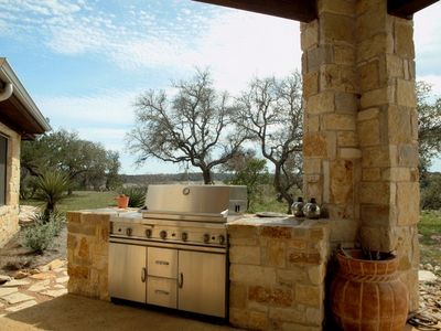 Outdoor Kitchen w. Gas Grill