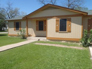 New Braunfels house photo - The Happy Hampe House with walking distance to Schlitterbahn