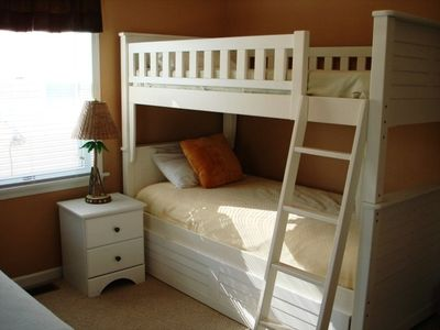 Boardwalk condo rental - 3rd Bedroom - a single bed + a bunk with trundle