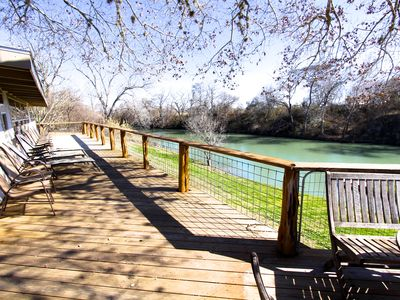 Large deck overlooking the Guadalupe River!
