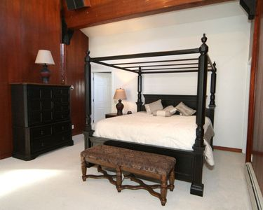 Master Bedroom - Cal King Bed!