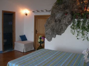 DELUXE ROOM AND THE NATURAL ROCK 'S DETAILS