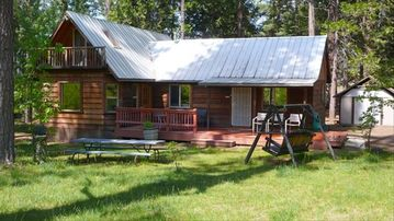 Yosemite National Park cabin rental - Meadow Woods Home, front yard, wooden swing,BBQ, picnic table