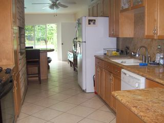 San Fernando house photo - Large kitchen with 4 seater kitchen island