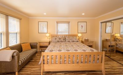 Walk just 7 minutes to the SJ convention center and downtown  Sleeps 20+ people.