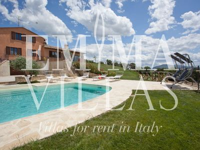 SAN LORENZO 8+2 sleeps, nice holiday villa with private park and pool in Umbria