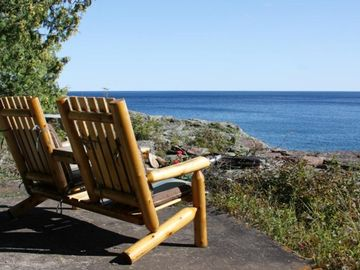 Lutsen condo rental - The perfect spot to sit and watch the waves