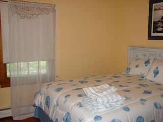 Cape Charles cottage photo - Bedroom with queen bed