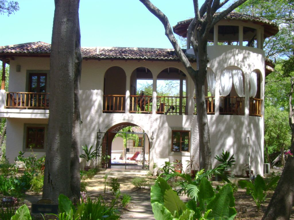 Spanish colonial style house surf and homeaway tola - Maison style colonial bois ...