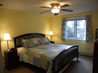 North Conway townhome photo - First floor master bedroom with King bed.