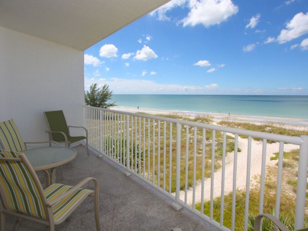 Fantastic location private quiet relaxing vrbo for Chambre condos madeira beach florida