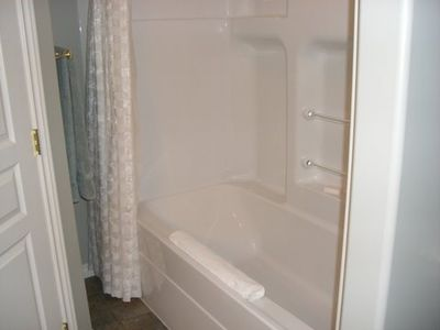 Large 6' bath tub