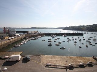 Design apartment on the port of rosmeur homeaway for Appartement design douarnenez