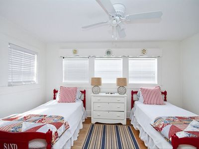 Screened Inn - second bedroom with 2 twin beds - perfect for kids!