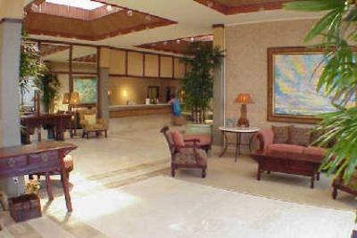 Kaanapali condo rental - Full Service Front Desk and Lobby