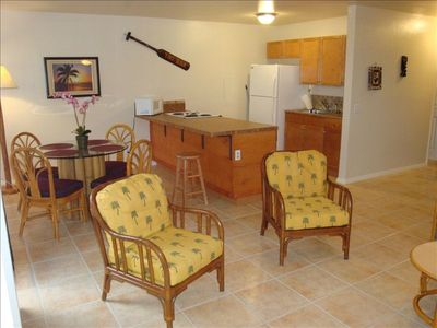 Makaha condo rental - View of full functioning kitchen and dining room